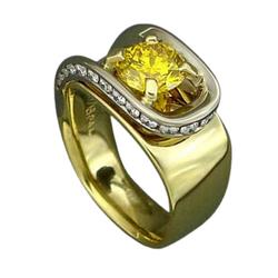 yellow diamond with yellow gold