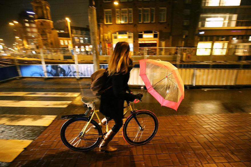 Steven Swancoat Amsterdam Photo, girl wih pink umbrella