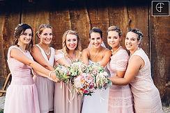 Menyasszony és koszorslányai, esküvői virágok, menyasszonyi csokor, esküvőszervezés