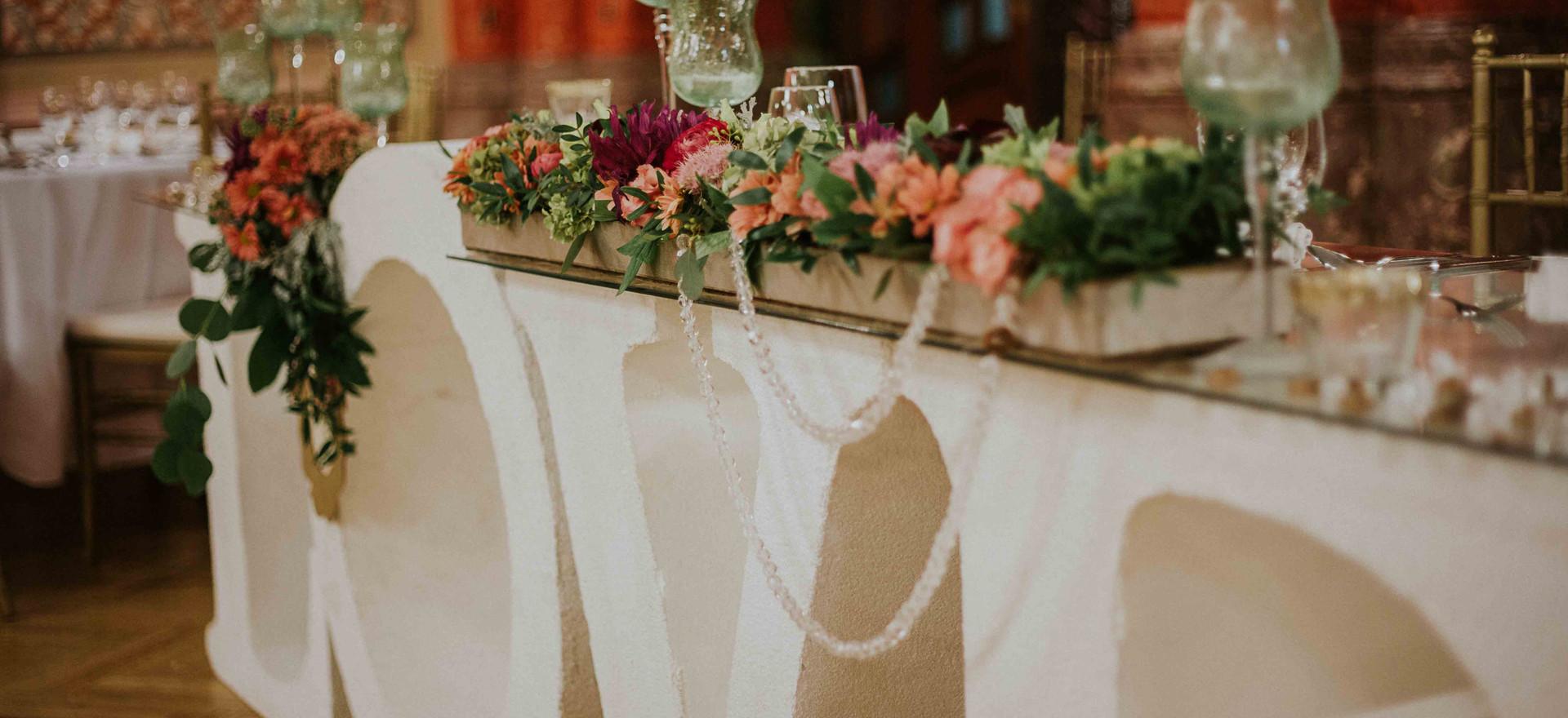 LOVE asztal