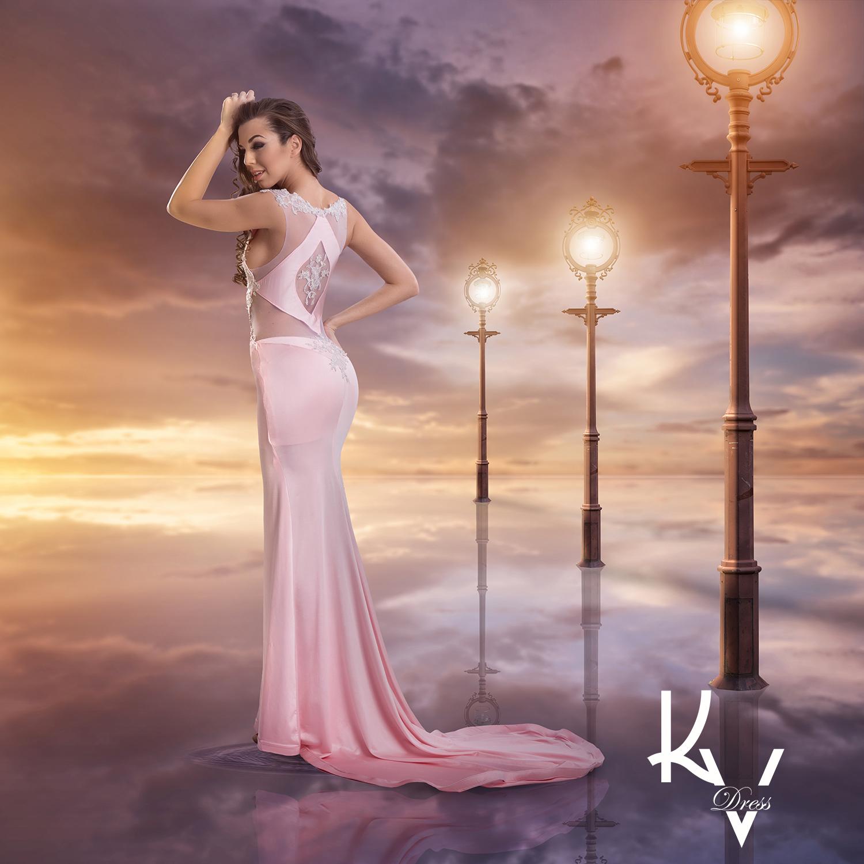 Rózsaszín testhez simuló ruha