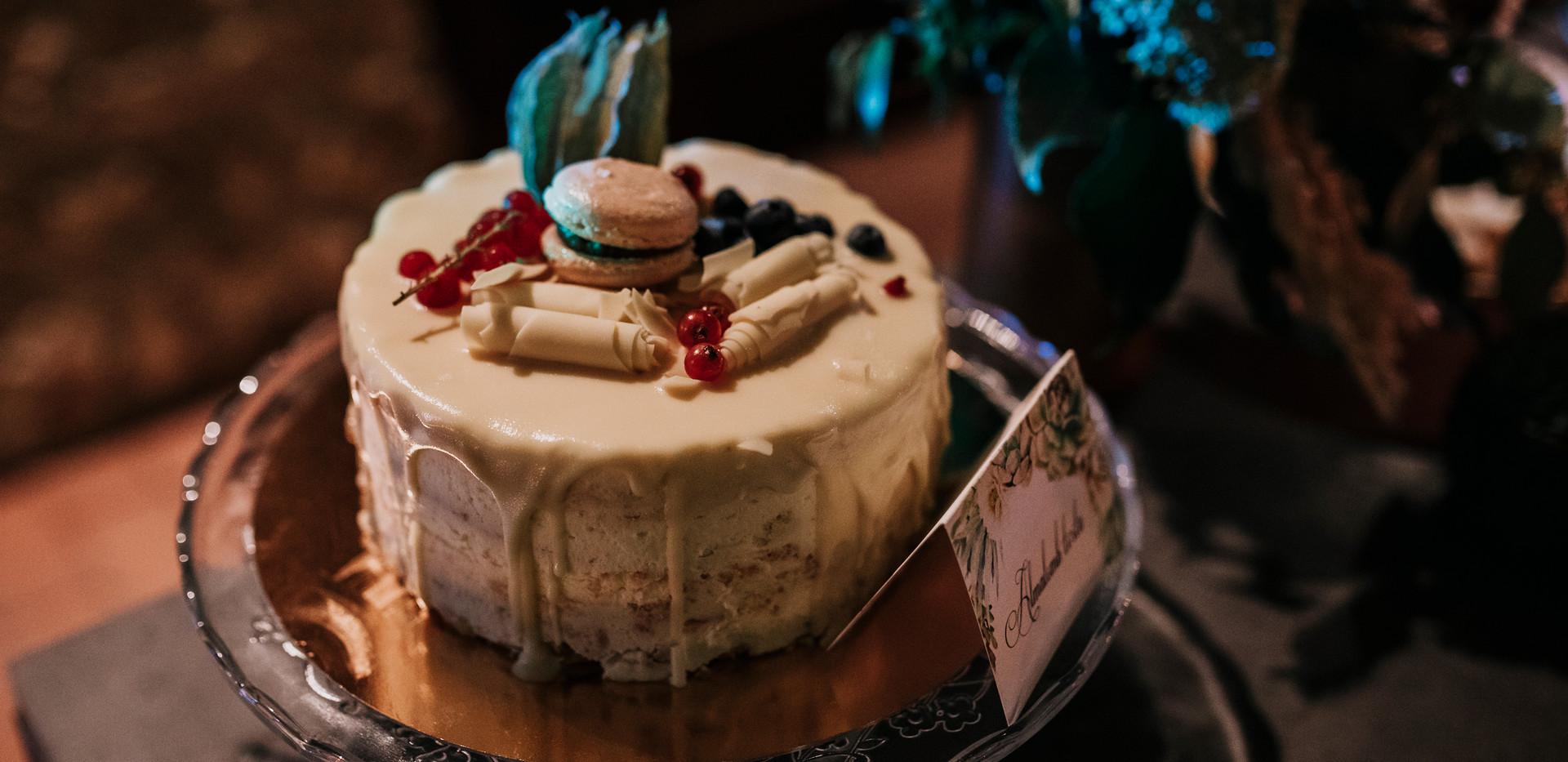 Almalom torta amit az Enchanté tálalt és dekorált!
