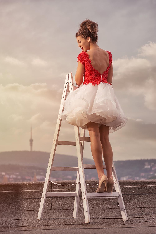 Piros-krém menyecske ruha