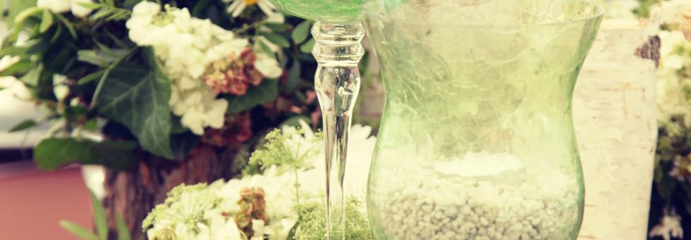 Repsztett üvegvázák rengeteg gyertyával