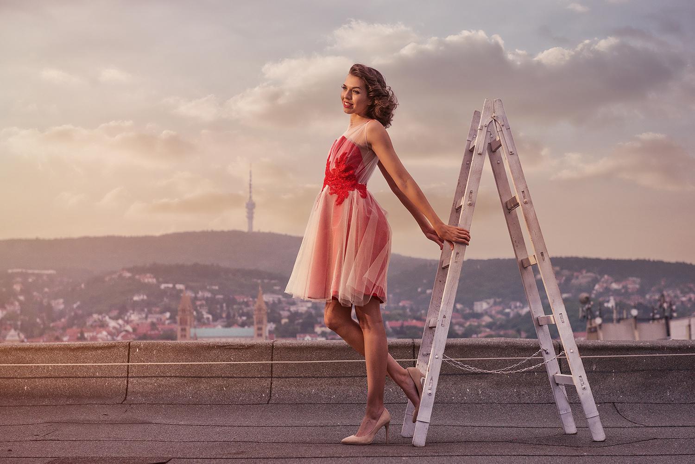 Piros krém csipkés ruha