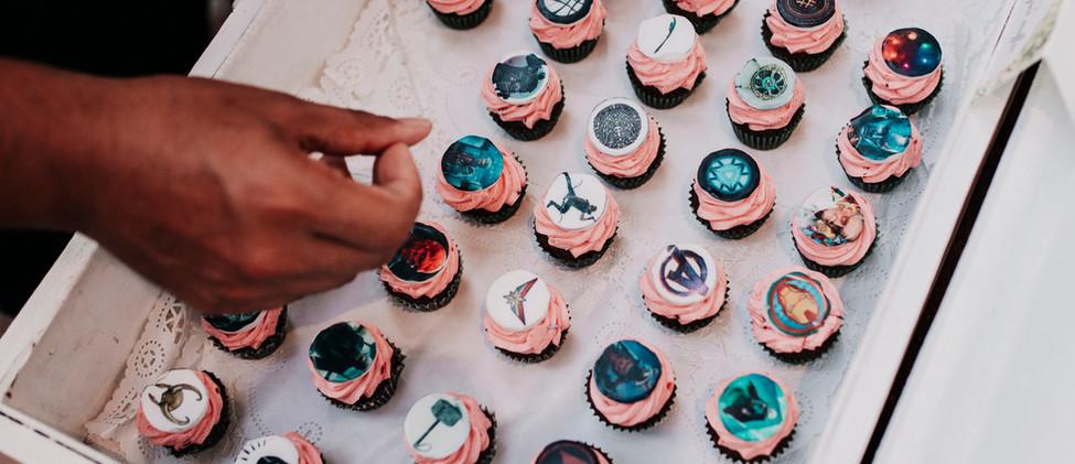 A Marvel hősös mini muffinok egy játék része voltak, ezért már a szertartás után kikerültek a vendégek elé!