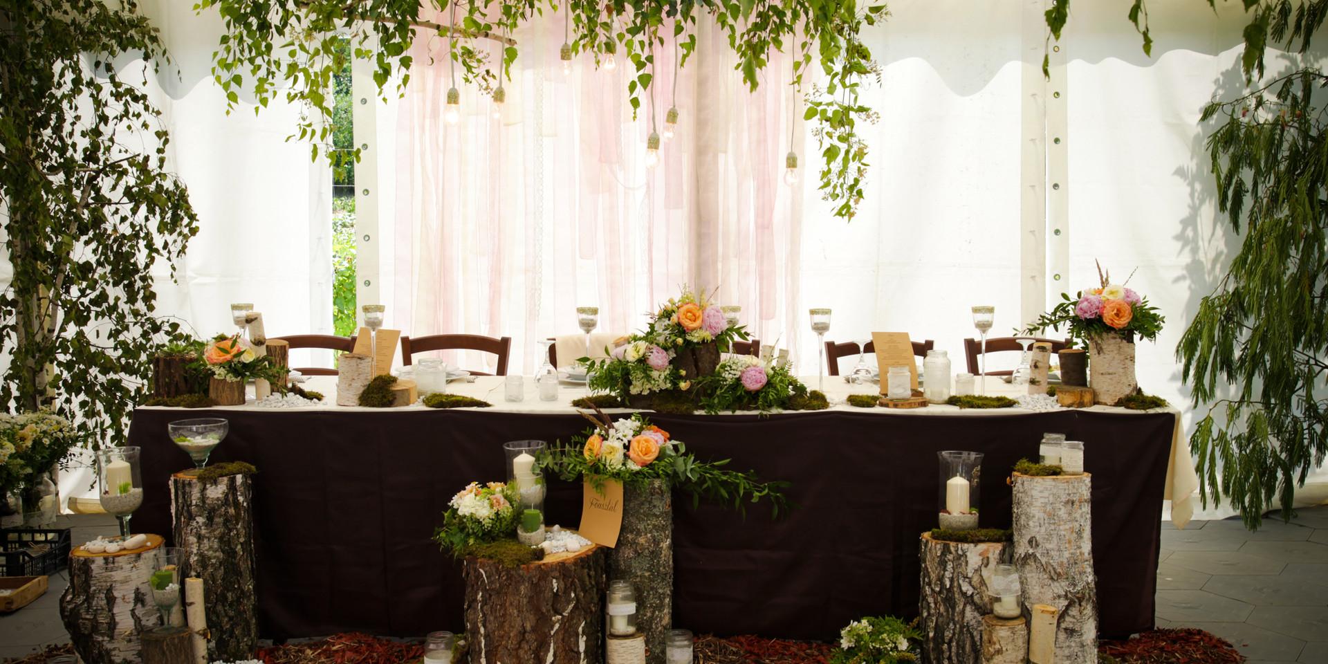 Az esküvői főasztal,,, már csak a pár hiányzik