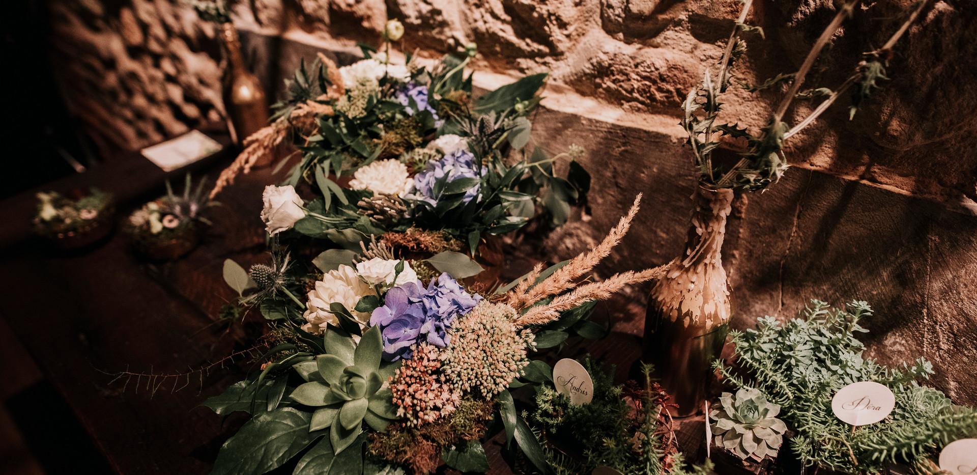 Virágok mindenütt, a dekoráció fő eleme az élővirág dísz volt!