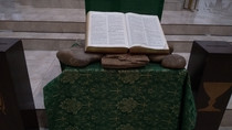 Biblia na Igreja