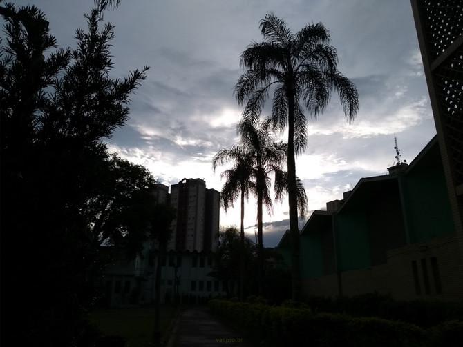 Crepusculo no Jardim da Igreja
