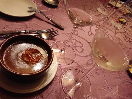 濃厚飽滿夏多內白酒VS焦糖化洋蔥湯好搭!