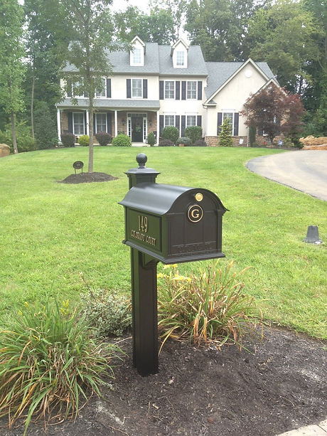 rural mailbox (nice house).jpg