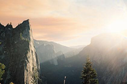 mountains-381231_1920.jpg