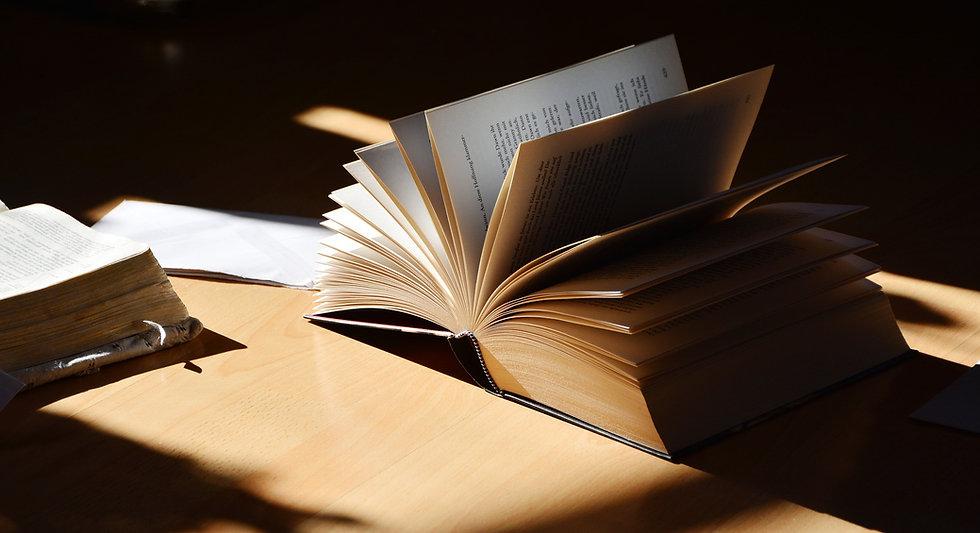 book-2265490_1920.jpg