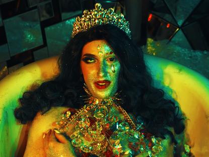 Drag é uma bagunça: performances drag no YouTube