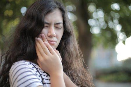 Bruksizm i ból stawów skroniowo-żuchwowych