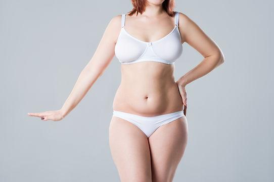 Brzuch kobiety z nadwagą do wymodelowania zabiegiem mezoterapii z tropokolagenem GUNA