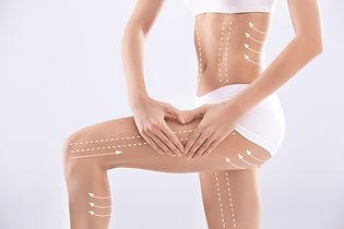 Zgrabne ciało kobiety z liniami do modelowania w zabiegach mezoterapii tropokolagenem GUNA