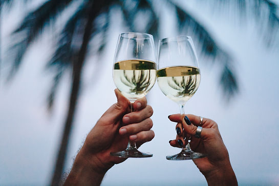 couple-enjoying-glass-of-wine-by-the-bea