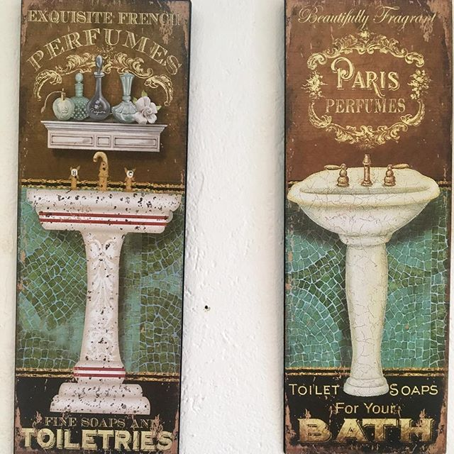 Vintage bathroom decor