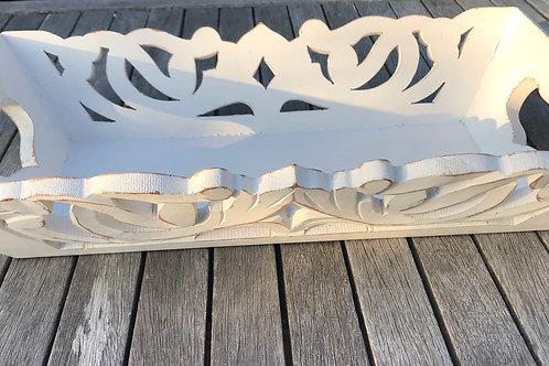 Tabuleiro de madeira esculpido manualmente