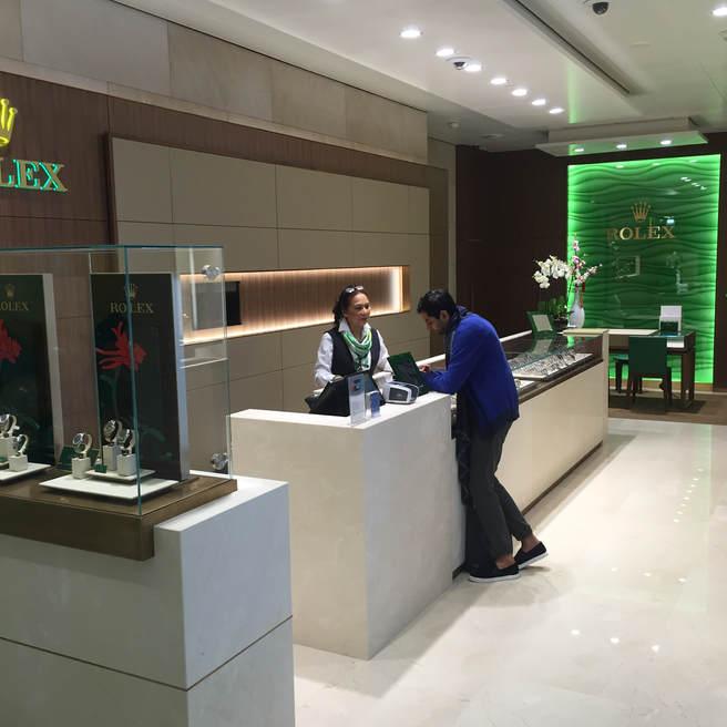 Binnen Rolex Schiphol winkel