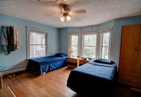 Bedroom_lo.jpg