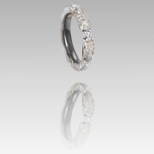 Tantalum ring with rose diamond
