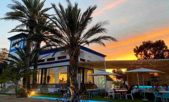 atardecer playa mar kinita restaurant.jpg