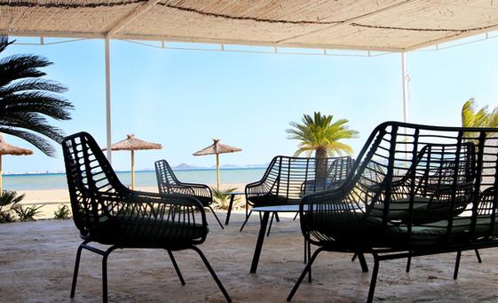 chill out con vistas al mar kinita beach club.jpg