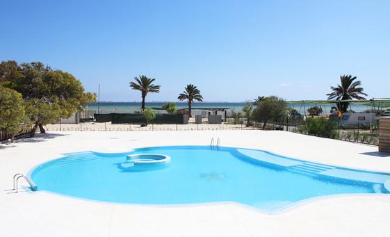 Camping con piscina y playa Mar Menor.jpg