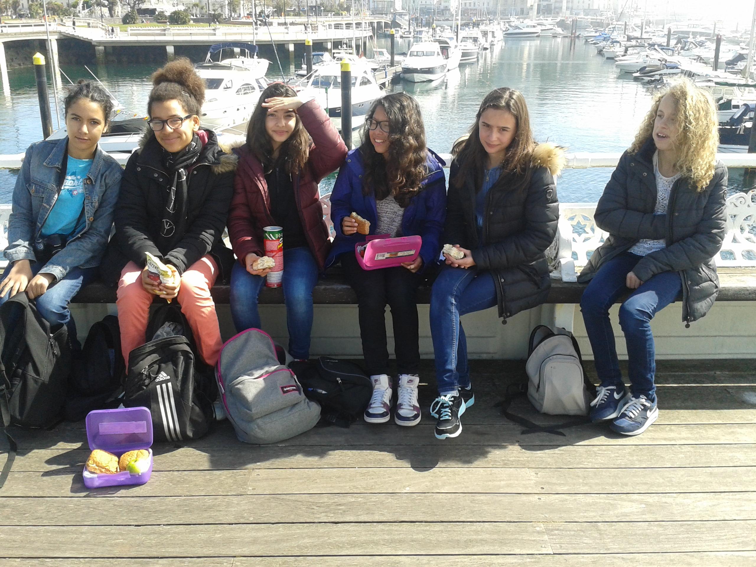 Torquay_Lina,_Emilie,_Maxence,_Lucie,_Amélie,_Juliette.jpg