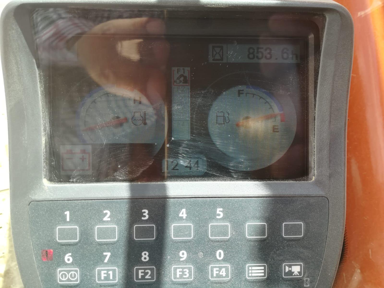 ZX130 2013 900 HRS (7)