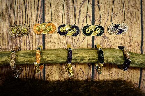 Pendentif et bracelet élastique assortis