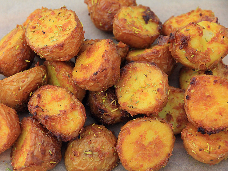 CRISPY TURMERIC ROAST POTATOES
