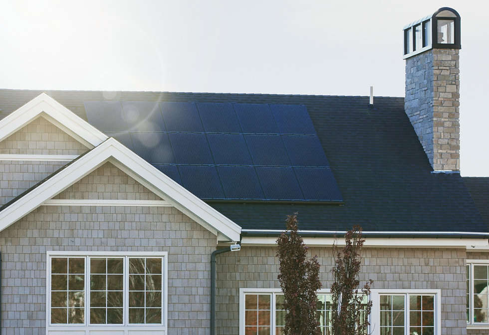 Vivint%20Solar%20-%20Solar%20Panels%20on%20a%20large%20seaside%20home%20with%20chimney%20and%20many%