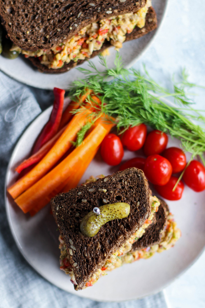 Mashed Chickpea & Dill Sandwich