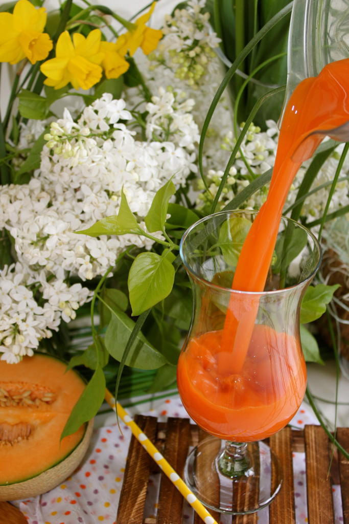 A pleasantly fruity twist to the classic and earthy carrot juice.