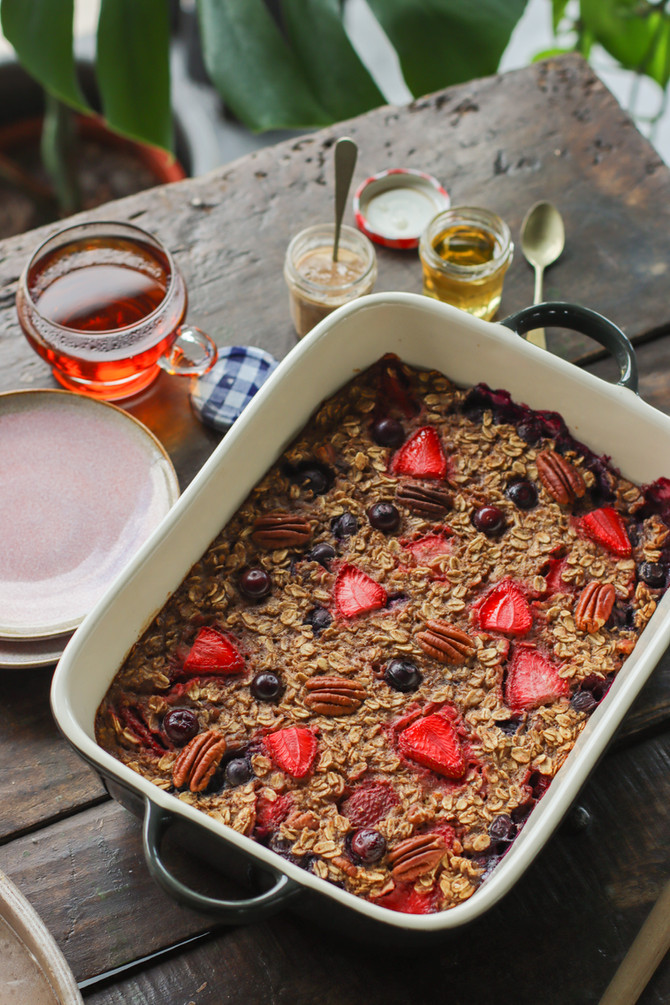 Baked Berry & Pecan Oatmeal