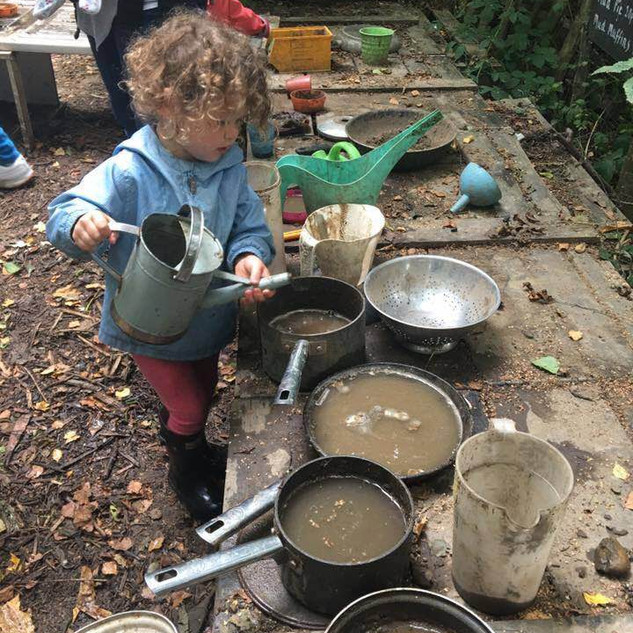 Willow's Forest School, Surrey - A holistic approach to outdoor learning designed to improve your child's self esteem & confidence