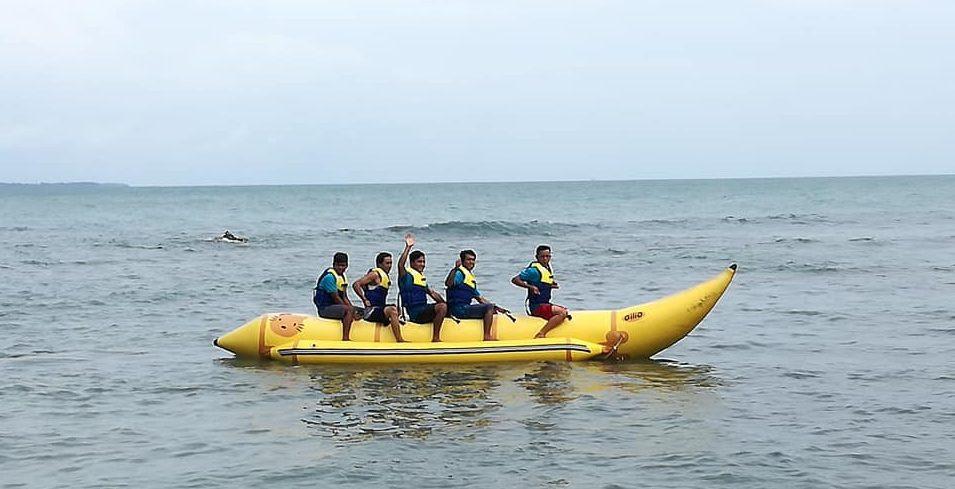 permainan banana boat citra alam seaside