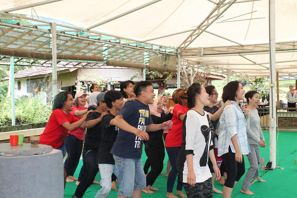 kegiatan gathering di citra alam riverside