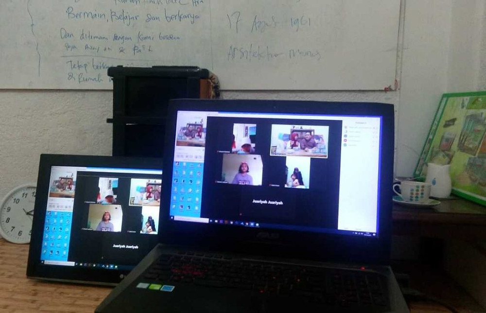 peralatan dalam pelatihan online via streaming