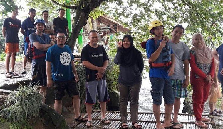 liburan bersama rekan kerja dengan tantangan seru