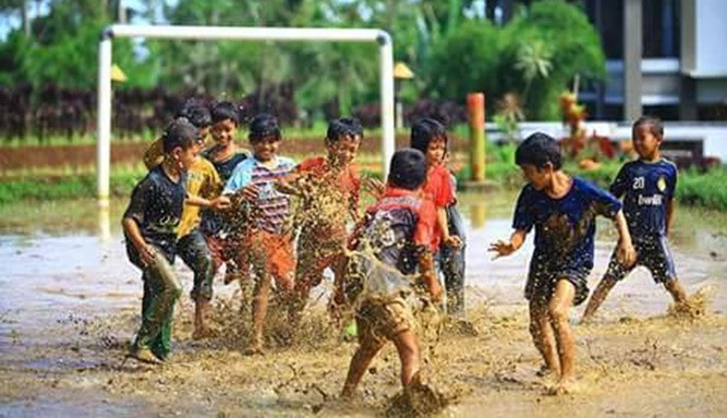 bermain lumpur