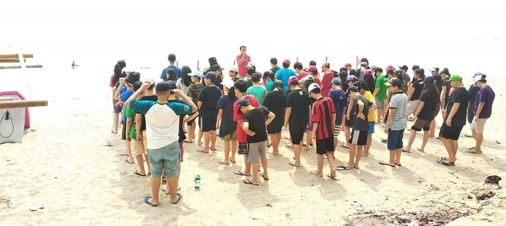 kegiatan di pinggir pantai