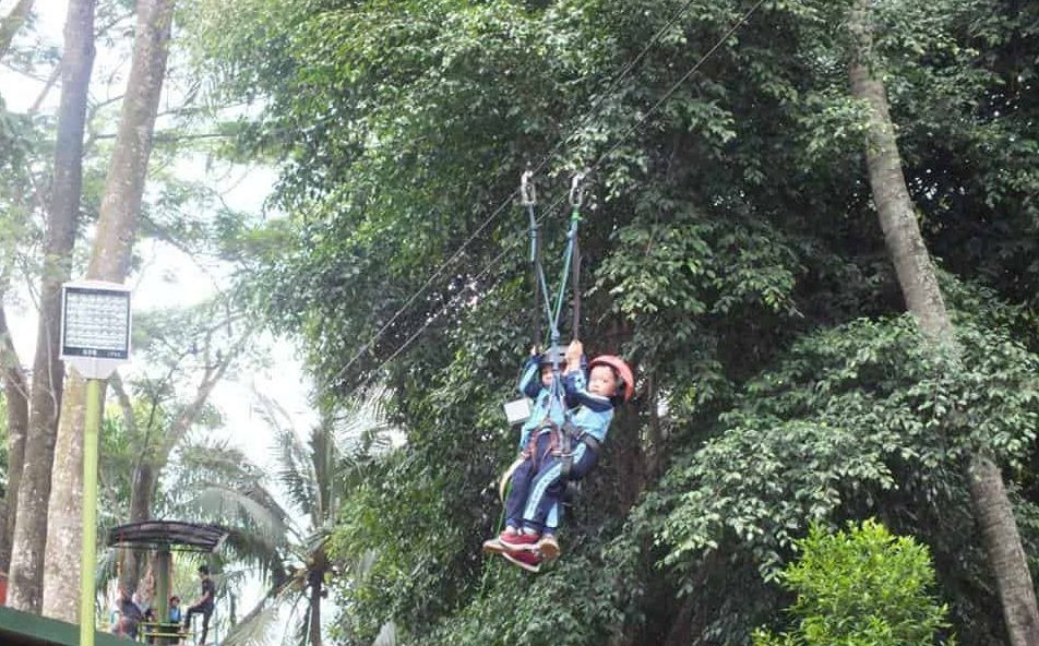 permainan outbound flying fox anak