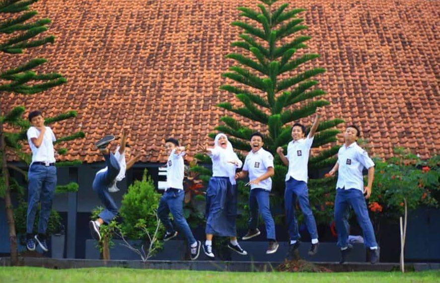 ekspresi kegembiraan siswa