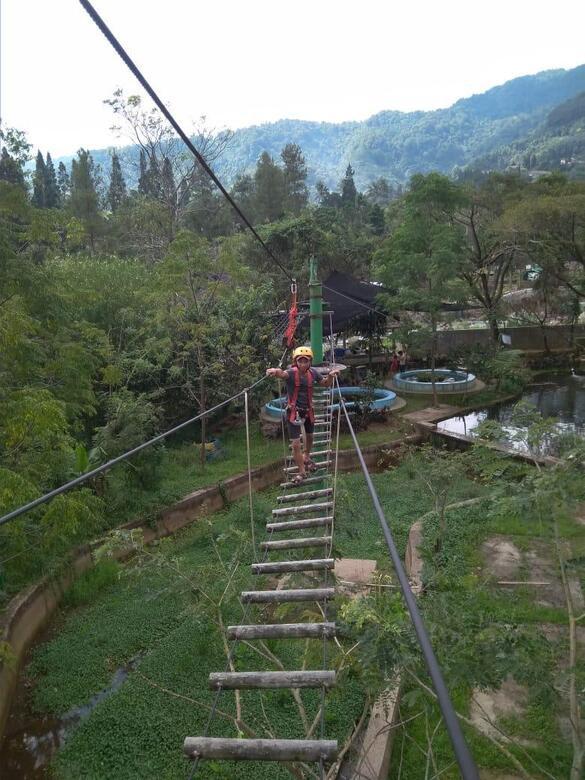 permainan highropes untuk melatih fisik dan keberanian