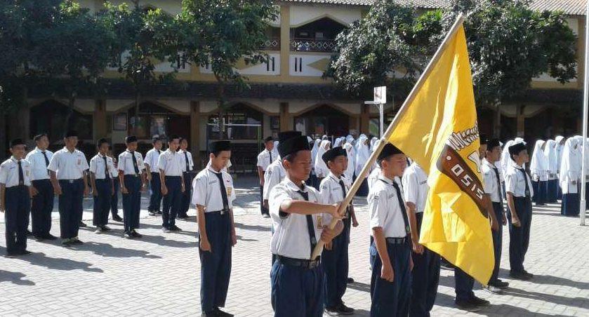upacara pelantikan osis SMP di sebuah sekolah